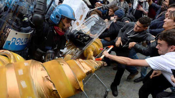 Sukob demonstranata i policije u Torinu - Sputnik Srbija