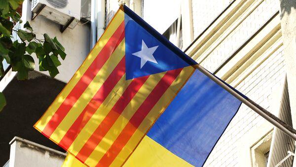 Застава сепаратистичке Каталоније на згради ЛСВ у Новом Саду - Sputnik Србија