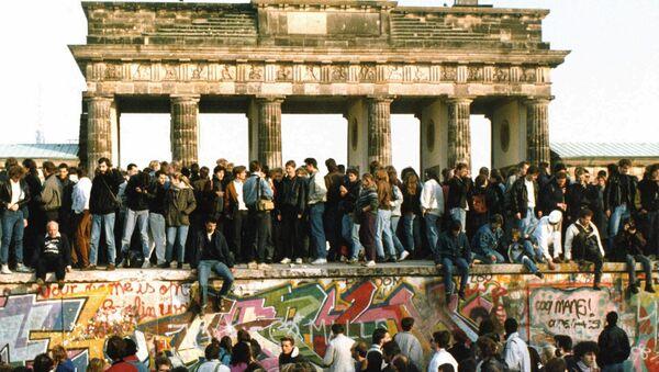 Рушење Берлинског зида 12. новембра 1989. - Sputnik Србија