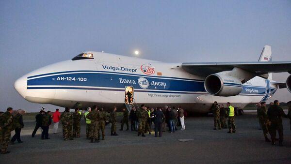 Антонов 124 на аеродрому у Батајници - Sputnik Србија