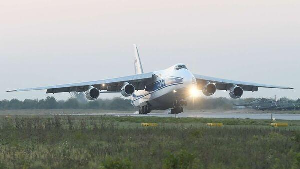 Авион Ан-124-100  - Sputnik Србија