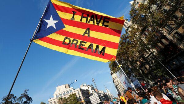 Сепаратистичка застава Каталоније у Барселони - Sputnik Србија