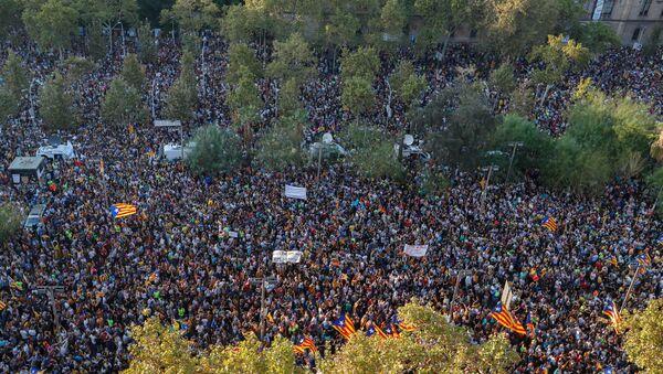Протести у Барселони 03.10.2017. против полицијске самовоље - Sputnik Србија
