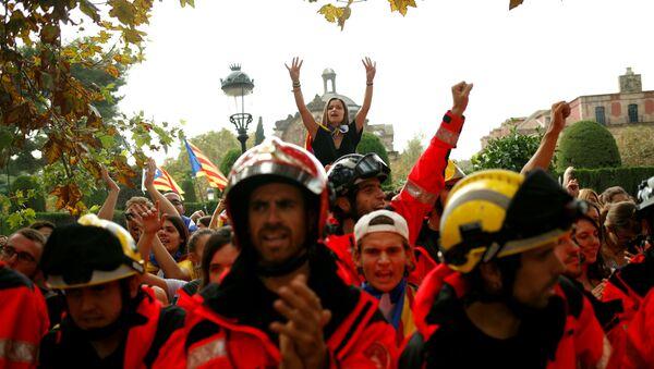 Ватрогасци и студенти на улицама Барселону - Sputnik Србија