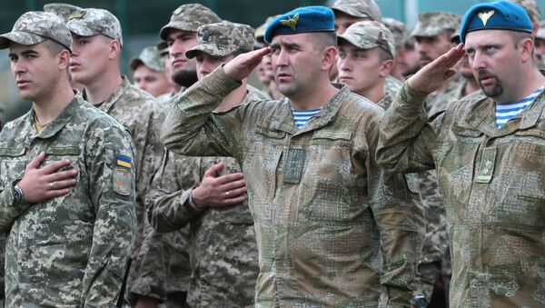 Военнослужащие армии Украины на церемонии открытия военных учений Rapid Trident-2017 на Яворовском полигоне в Львовской области - Sputnik Србија