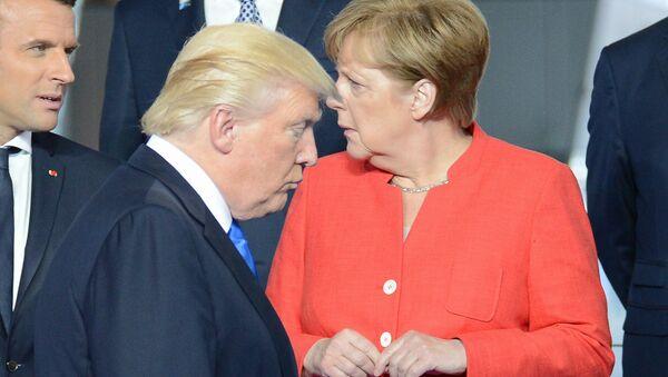 Председник Француске Емануел Макрон, председник САД Доналд Трамп и немачка канцеларка Ангела Меркел - Sputnik Србија