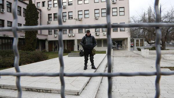 Policajac ispred zgrade Vlade BiH - Sputnik Srbija