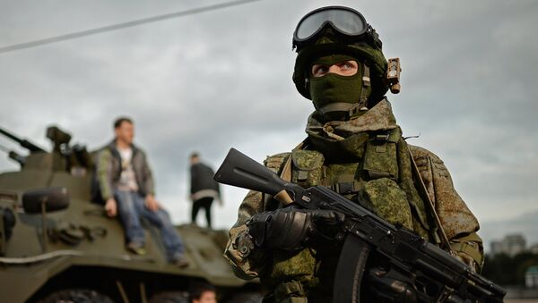 Vojnik na festivalu Ruska armija u Moskvi - Sputnik Srbija