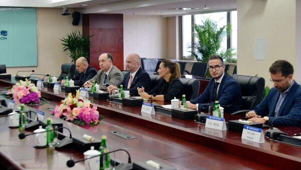 Ministar Nenad Popović u poseti kineskoj kompaniji CRBC. - Sputnik Srbija