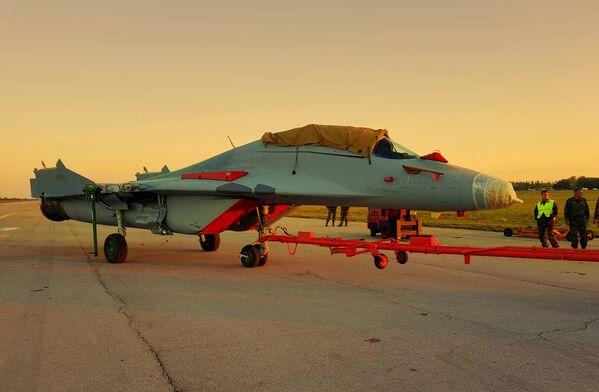МиГ-29 на аеродрому у Батајници. - Sputnik Србија