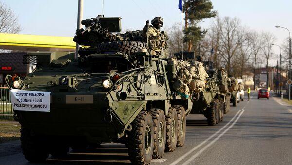 Konvoj oklopnih vozila NATO vojske ide iz Nemačke u Poljsku - Sputnik Srbija