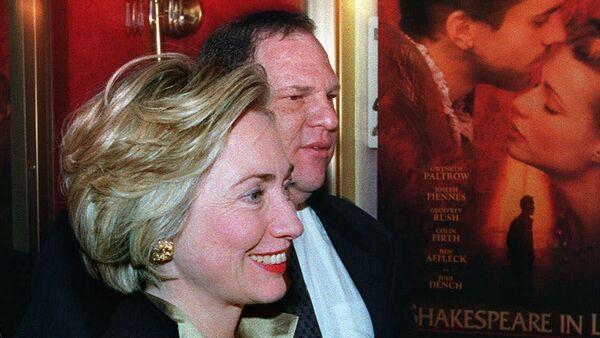 Хилари Клинтон и Харви Вајнштајн на премијери филма Заљубљени Шекспир у Њујорку. - Sputnik Србија
