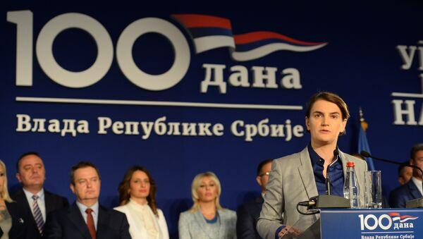 Premijer Ana Brnabić sa ministrima na konferenciji za novinare u Kruševcu povodom 100 dana Vlade Srbije. - Sputnik Srbija