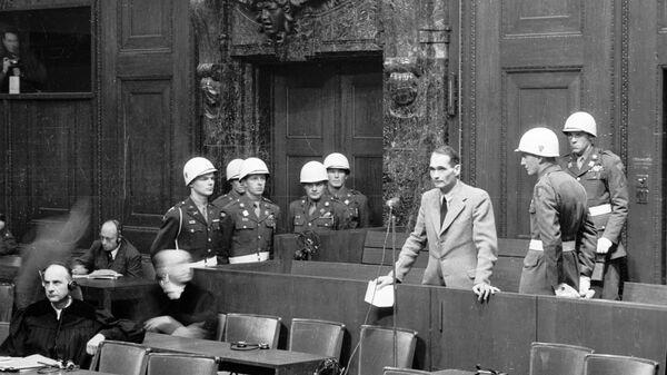 Оптужени Рудолф Хес говори пред трибуналом током Нирнбершког процеса - Sputnik Србија