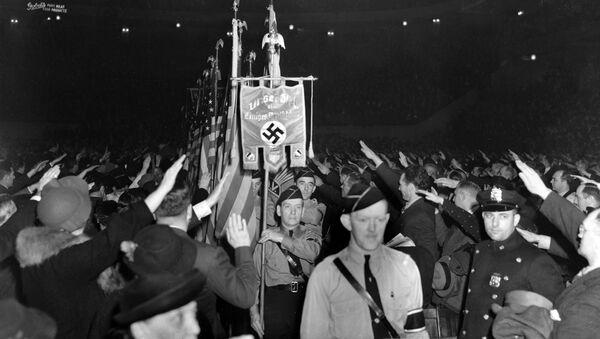 Гомила салутира нацистичким поздравом на проамеричком митингу њујоршком Медисон сквер гардену 20. фебруара 1939. - Sputnik Србија