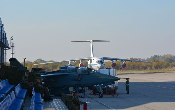 Antonov na batajničkom aerodromu - Sputnik Srbija