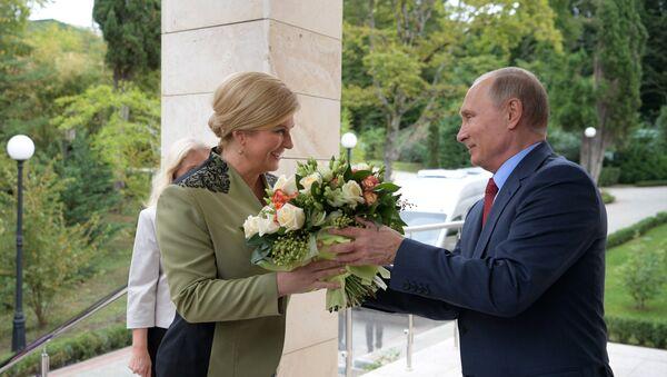 Predsednik Rusije Vladimir Putin i predsednica Hrvatske Kolinda Grabar Kitarović - Sputnik Srbija
