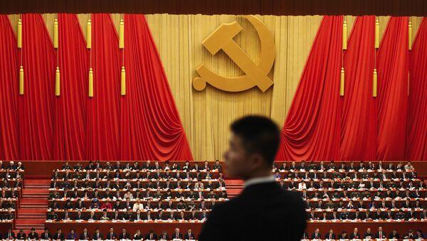 Војник стоји током говора кинеског председника Си Ђинпинга на церемонији отварања 19. конгреса Комунистичке партије у Пекингу - Sputnik Србија