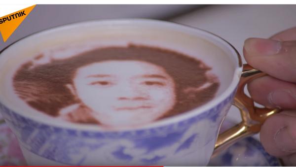 Selfi u peni u šoljici kafe. - Sputnik Srbija