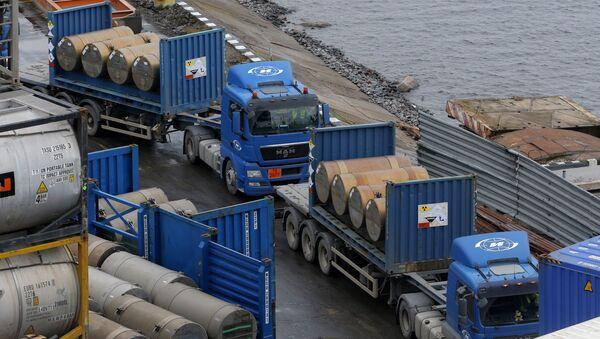 Kамиони са уранијумом за нуклеарне реакторе чекају на утовар у луци у Санкт Петербургу. - Sputnik Србија