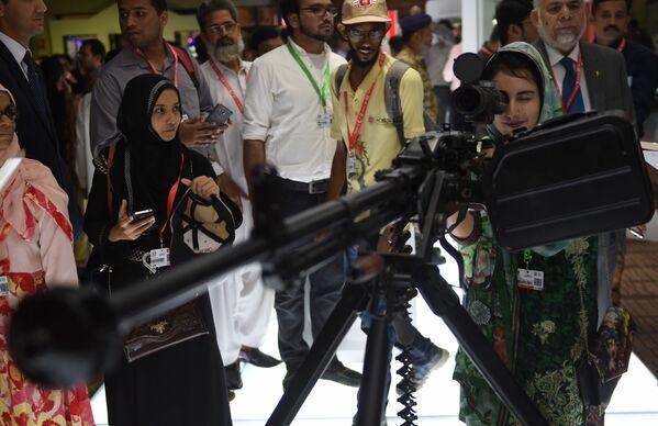 Posetioci Međunarodnog sajma odbrane u Pakistanu - Sputnik Srbija