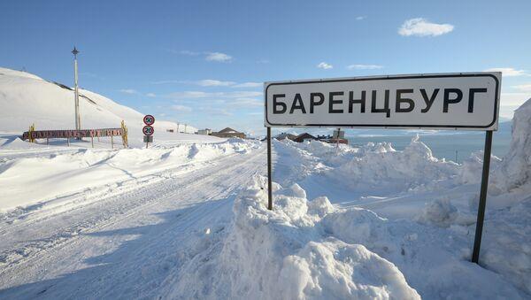 Саобраћајни знак за град Баренцбург у архипелагу Свалбард - Sputnik Србија