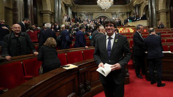Katalonski predsednik Karles Pudždemon nakon glasanja parlamenta za nezavisnost Katalonije - Sputnik Srbija
