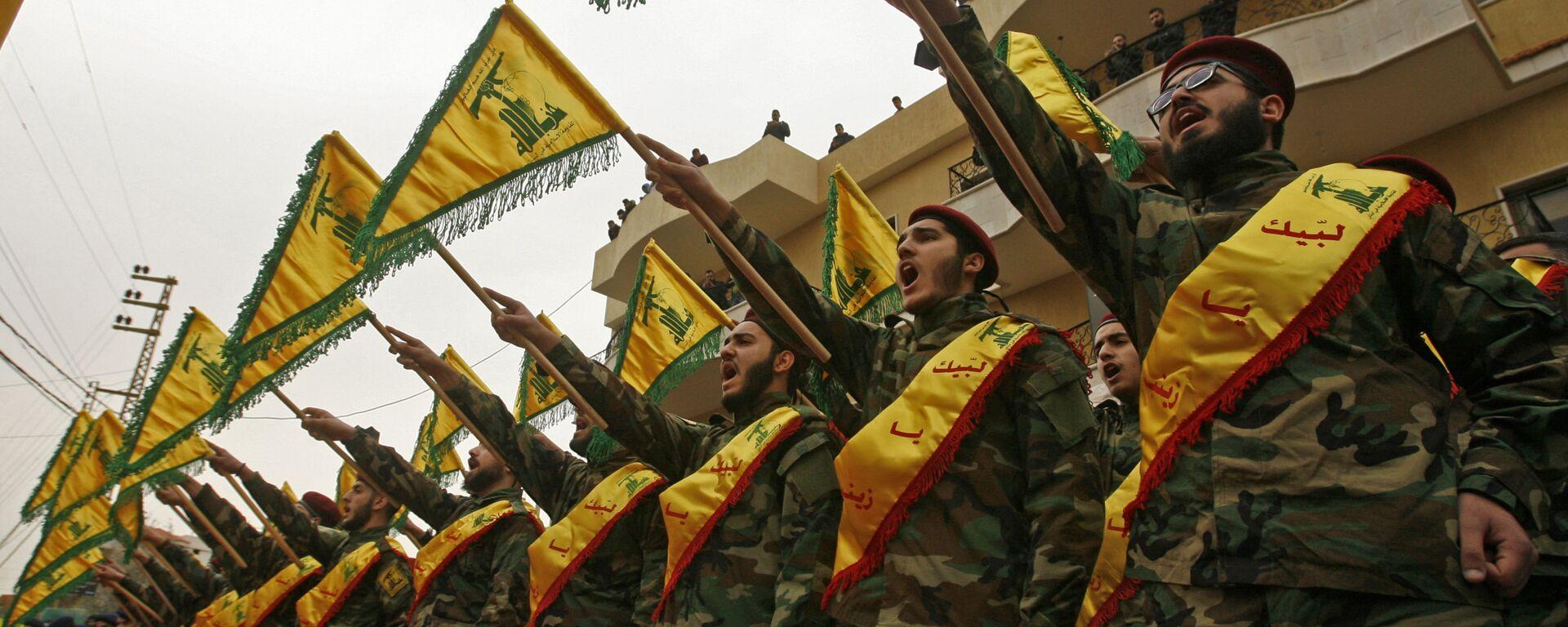 Тајна успеха Хезболаха несумњиво лежи у подршци коју добија од Ирана. Управо су Чувари Исламске револуције били ти који су помогли оснивање покрета, обуку војника и њихово наоружавање. Управо новцем Техерана Хезболах данас гради болнице и школе по Либану које су јефтиније од државних и даје стипендије студентима. Најнижи сталеж је његова највећа потпора. Покрет има своју телевизију, радио, хотеле, грађевинске компаније, итд. - Sputnik Србија, 1920, 26.05.2021