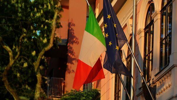 Zastave EU i Italije - Sputnik Srbija