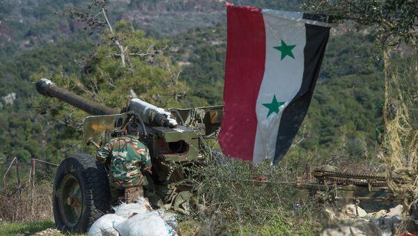 Артиљерци сиријске војске на положајима у провинцији Идлиб - Sputnik Србија