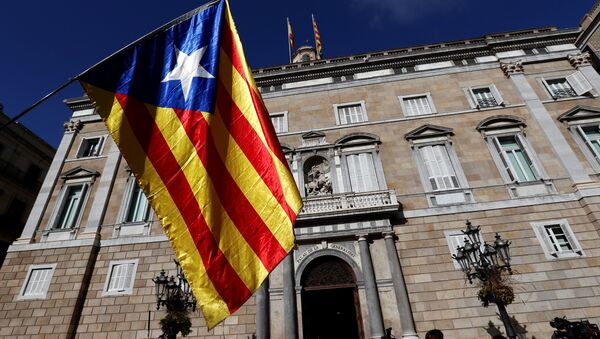 Katalonska zastava ispred zgrade Generaliteta u Barseloni - Sputnik Srbija