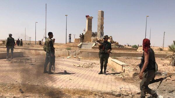 Sirijska vojska probila obruč na glavnom južnom ulazu u Dejr el Zor - Sputnik Srbija