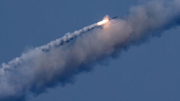 Lansiranje krstareće rakete kalibr na teroriste u Siriji - Sputnik Srbija