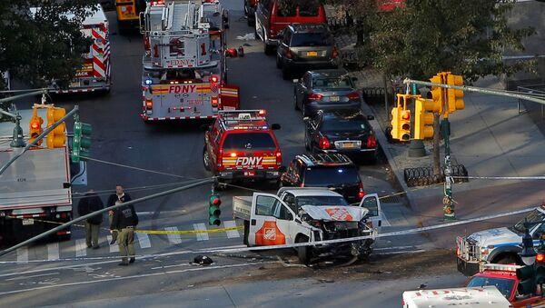 Emergency crews attend the scene of an alleged shooting incident on West Street in Manhattan, New York, U.S., October 31 2017. - Sputnik Србија