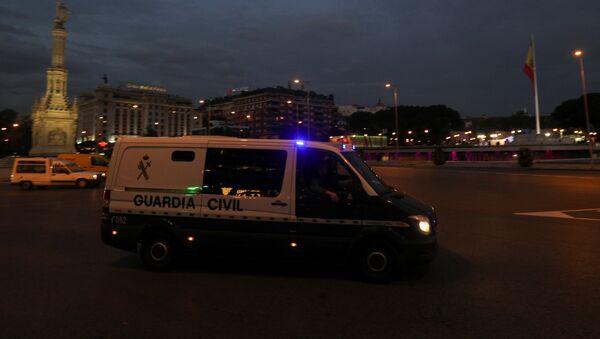 Полицијско возило у којем се највероватније налазе неки од бивших каталонских министара, пролази кроз Трг Колон на путу за затвор у Мадриду - Sputnik Србија