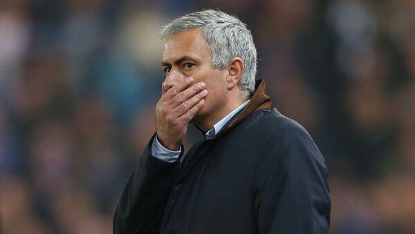 Chelsea manager Jose Mourinho looks dejected - Sputnik Србија
