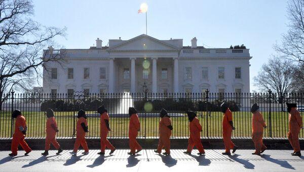Performas ispred Bele kuće u Vašingtonu - Sputnik Srbija