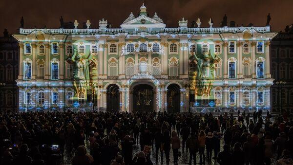Svetlosni šou na Dvorskom trgu u Sankt Peterburgu - Sputnik Srbija