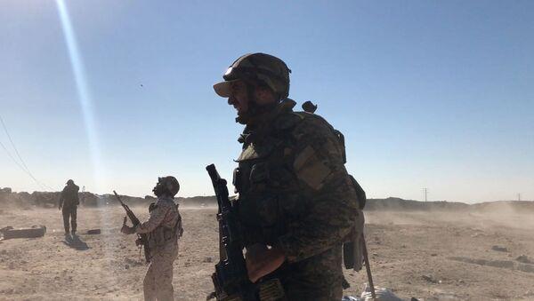 Војници сиријске војске током офанзиве источно од града Дејр ел Зор - Sputnik Србија