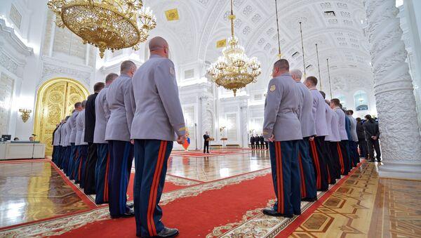 Predsednik Rusije Vladimir Putin na ceremoniji unapređivanja oficira u Kremlju - Sputnik Srbija