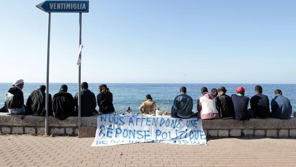 Izbeglice u italijanskom gradu Ventimiliji na granici sa Francuskom. - Sputnik Srbija