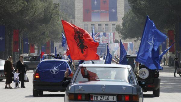 Proslava prijema Albanije u NATO na ulicama Tirane 5. aprila 2009. - Sputnik Srbija