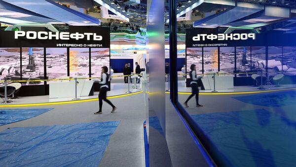 Štand kompanije Rosnjeft na Peterburškom međunarodnom ekonomskom forumu - Sputnik Srbija