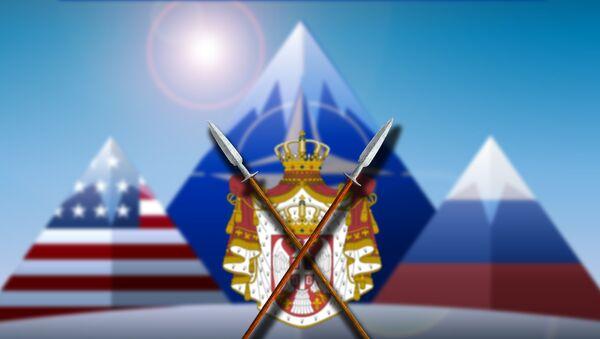 Брда у заставма САД, НАТО и Русија и грб Србије - Sputnik Србија