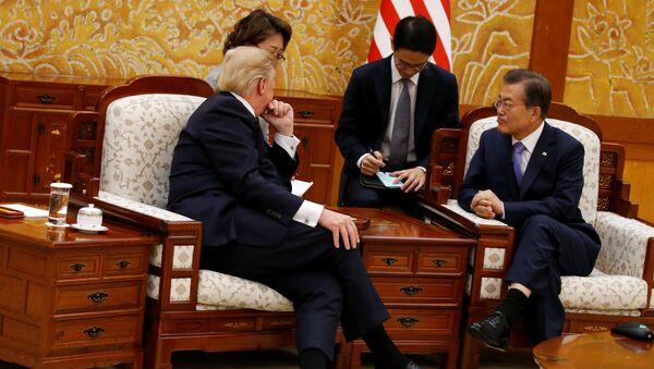 Donald Tramp sa južnokorejskim predsednikom Mun Džae-inom - Sputnik Srbija