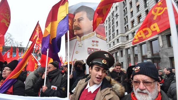 Марш комуниста улицама Москве - Sputnik Србија