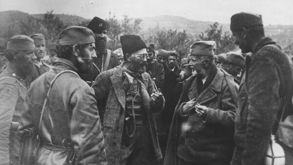 Дража Михаиловић са својим војницима - Sputnik Србија