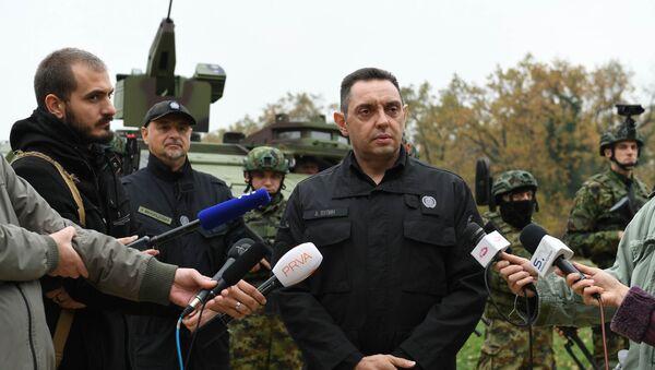 Ministar Aleksandar Vulin  na poligonu u Nikincima. - Sputnik Srbija