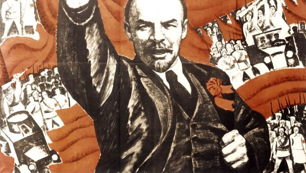 Reprodukcija plakata Živela socijalistička revolucija sa likom Lenjina, umetnika Vladimira Kaljenskog - Sputnik Srbija
