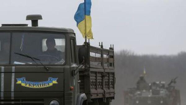 Ukrajinski vojnici u oklopnim vozilima idu u Donjeckoj oblasti - Sputnik Srbija